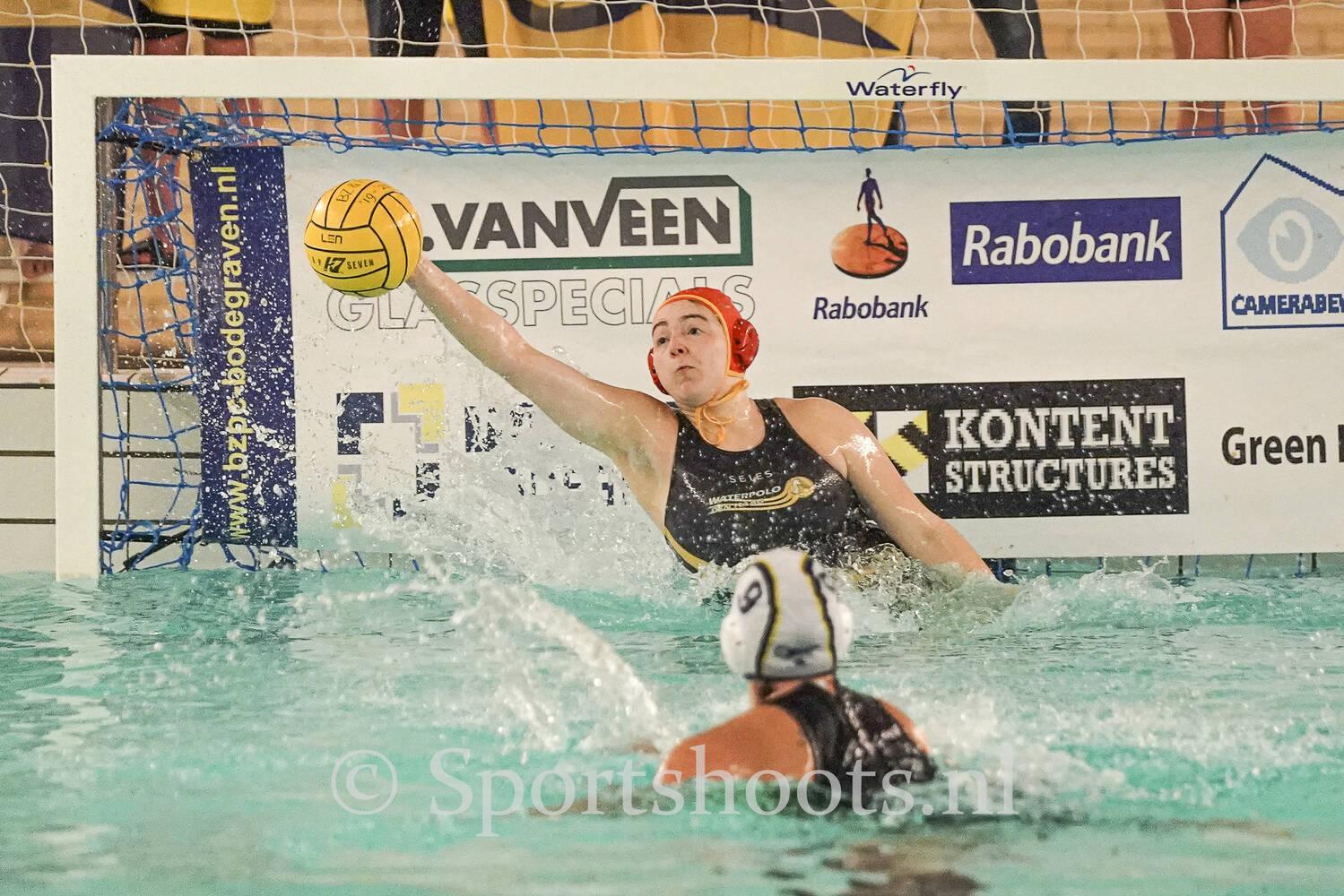 Annelies Stap waterpoloster van Waterpolo Den Haag