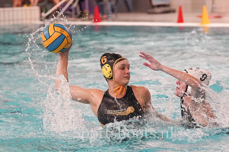 Gaby van Dijk; Waterpolo is mijn sport.