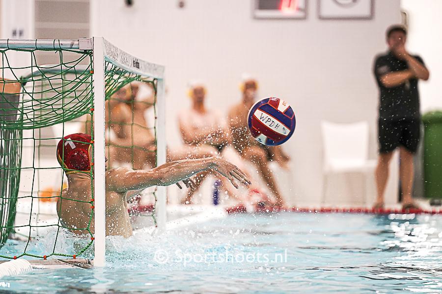 Waterpolo Den Haag draait warm voor de Eredivisie